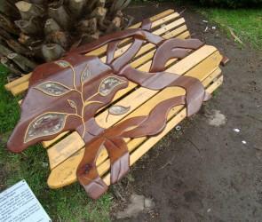 BANCO MEMORIAL<br /> Madera y resina<br /> 60 x 80 x 200 cms.<br /> 2010
