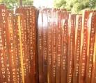 MONUMENTO EN HOMENAJE A LAS VÍCTIMAS DEL ATENTADO TERRORISTA A LA AMIA<br /> Plaza Lavalle, Buenos Aires, Argentina<br /> Quebracho y mármol, 1,60 x 1,60 mts<br /> 1996